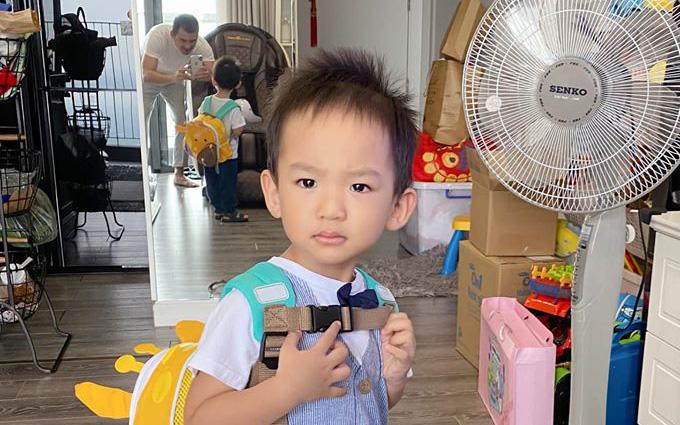 """Con trai Lương Thế Thành """"quạu nhẹ"""" trong ngày đầu đi học, nhưng phản ứng """"lạ"""" khi về đến nhà mới khiến bố mẹ bất ngờ"""