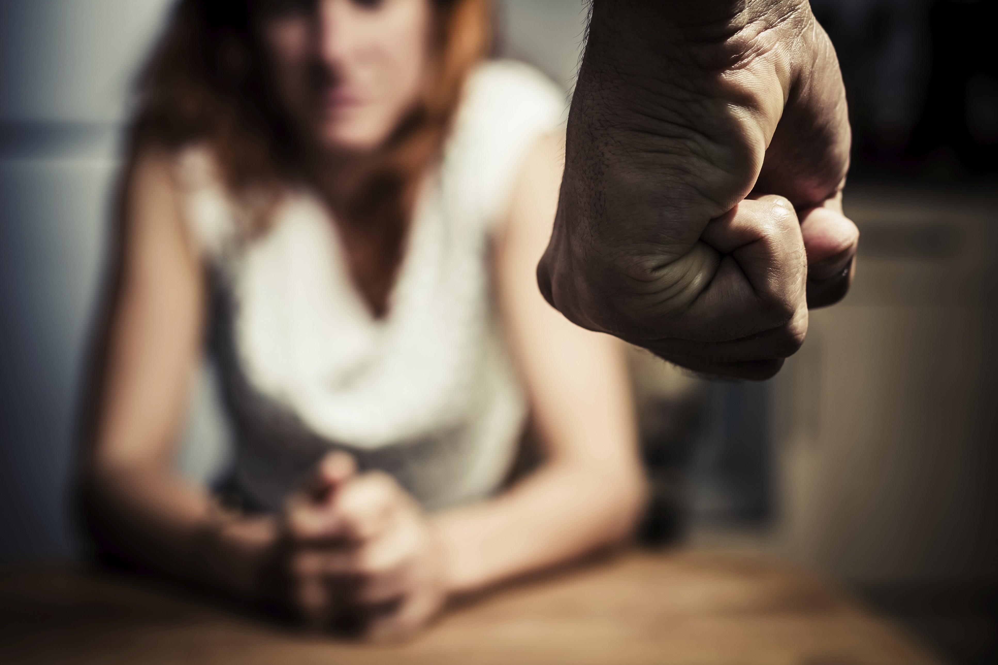 Nghe thật ngược đời nhưng vấn nạn con cái bạo hành cha mẹ đang ngày một gia tăng ở nước Anh  - Ảnh 3.