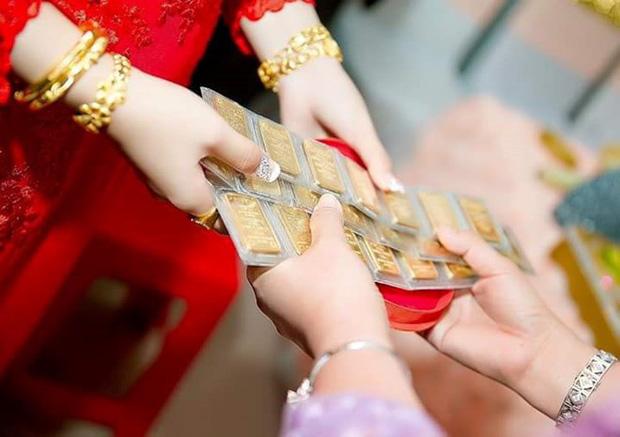 """Đêm tân hôn nàng dâu nghe được lời chị chồng xúi giục bố mẹ: """"Đừng để nó giữ vàng"""" và phản ứng ngay lập tức của """"người chẳng ngờ tới"""" - Ảnh 1."""