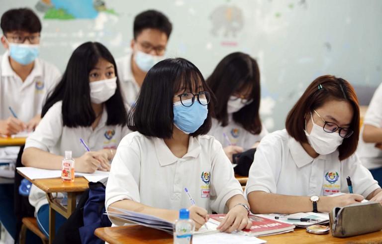 MỚI: Quận đầu tiên ở Hà Nội đóng cửa tất cả các cơ sở giáo dục sau khi phát hiện ca dương tính Covid-19 - Ảnh 1.