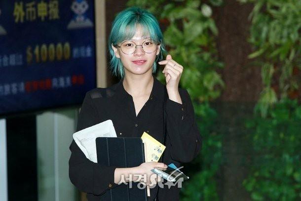 Soi mặt mộc đàn idol Hàn: Twice gây bất ngờ lớn, Jisoo đẹp bất chấp cả camera thường - Ảnh 3.