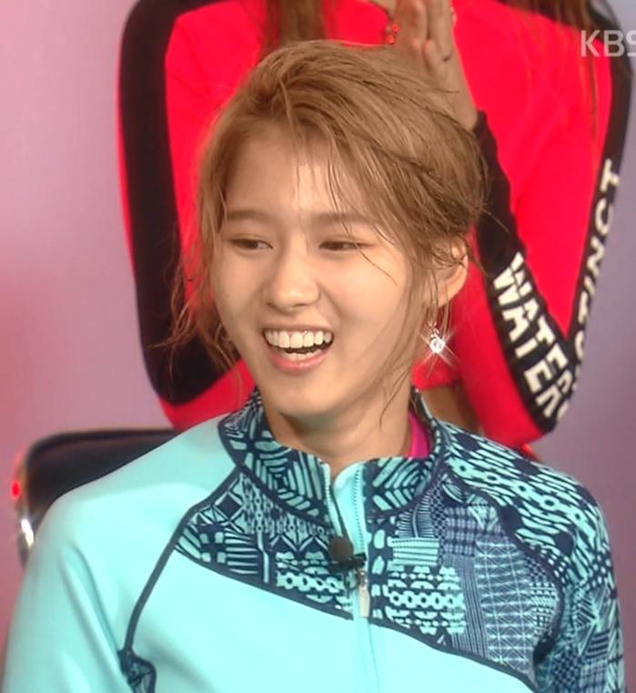 Soi mặt mộc đàn idol Hàn: Twice gây bất ngờ lớn, Jisoo đẹp bất chấp cả camera thường - Ảnh 2.