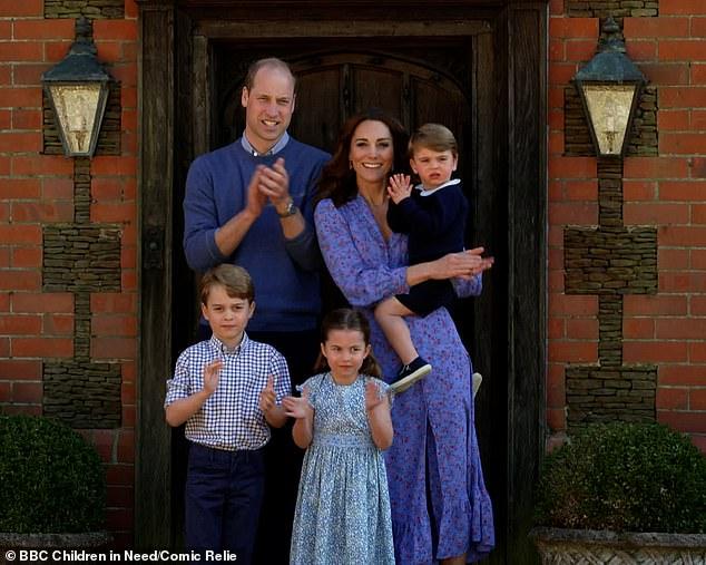 Cùng tưởng nhớ đến Công nương Diana, vợ chồng Hoàng tử William được khen ngợi là tinh tế trong khi nhà Meghan xấu hổ không dám nhìn ai - Ảnh 1.