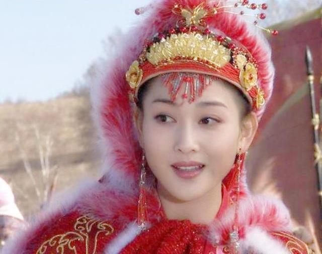 Mỹ nhân sở hữu nhan sắc tuyệt trần nhưng bị hãm hại nên Hoàng đế hắt hủi, sau này phải kết hôn với con trai của phu quân mới qua đời - Ảnh 1.