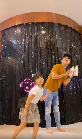 """Hội bỉm sữa """"dậy sóng"""" vì độ đáng yêu siêu cấp của MV """"Làn da mách lẻo"""" - Ảnh 5."""