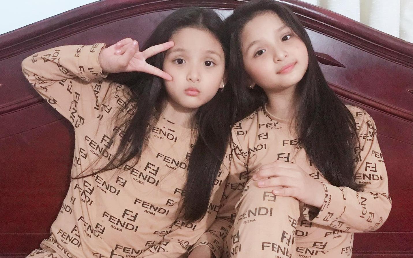 """Cặp sinh đôi Đắk Lắk từng bị bác sĩ thông báo """"gia đình về lo hậu sự"""", 9 năm sau lớn bổng, xinh xắn như búp bê"""