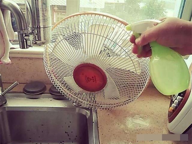 Mách chị em chiêu làm sạch quạt đơn giản, không phải tháo lồng, không cần cọ rửa bằng nước - Ảnh 8.