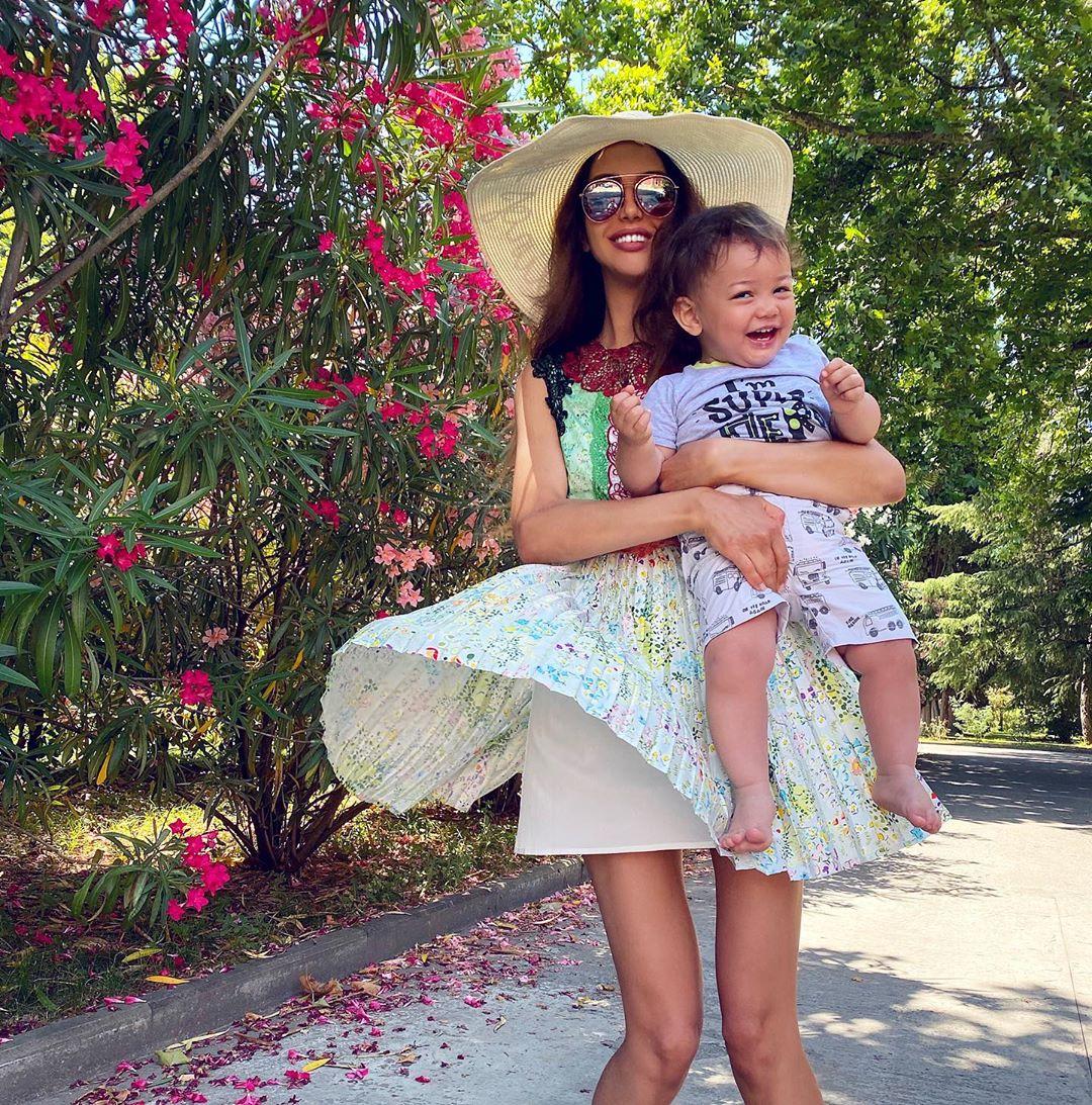Sau 1 năm ly hôn, con trai bị cựu vương Malaysia phủ nhận chung huyết thống giờ có cuộc sống ra sao bên người mẹ hoa khôi? - Ảnh 5.