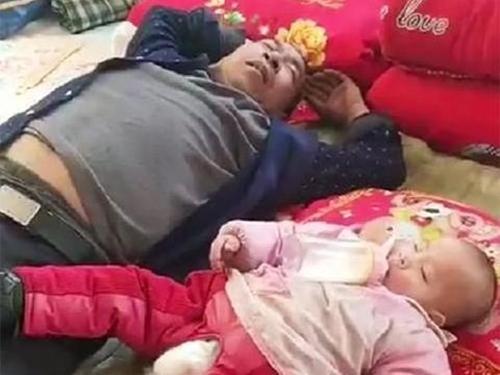 Gửi con cho ông nội trông 1 ngày, khi về nhìn cảnh tượng hai ông cháu ngủ mà người mẹ vừa buồn cười vừa tức giận - Ảnh 2.