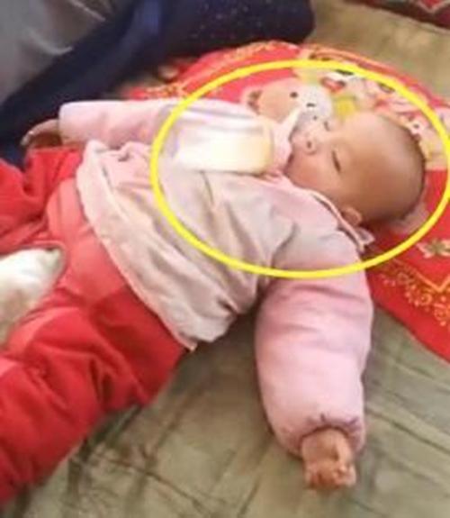 Gửi con cho ông nội trông 1 ngày, khi về nhìn cảnh tượng hai ông cháu ngủ mà người mẹ vừa buồn cười vừa tức giận - Ảnh 3.