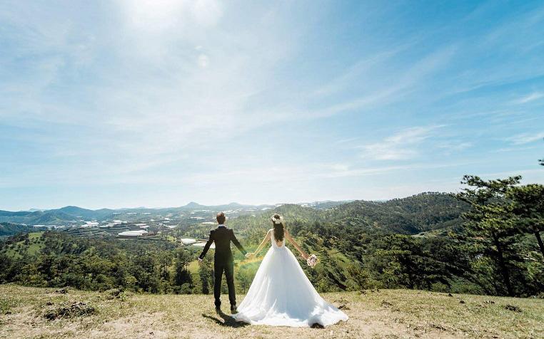 Đôi vợ chồng trẻ Hà Nội chi chưa đến 25 triệu đã được 1 đám cưới ấm cúng và hạnh phúc, cô dâu mách nhỏ các bạn trẻ cách tổ chức đám cưới siêu tiết kiệm