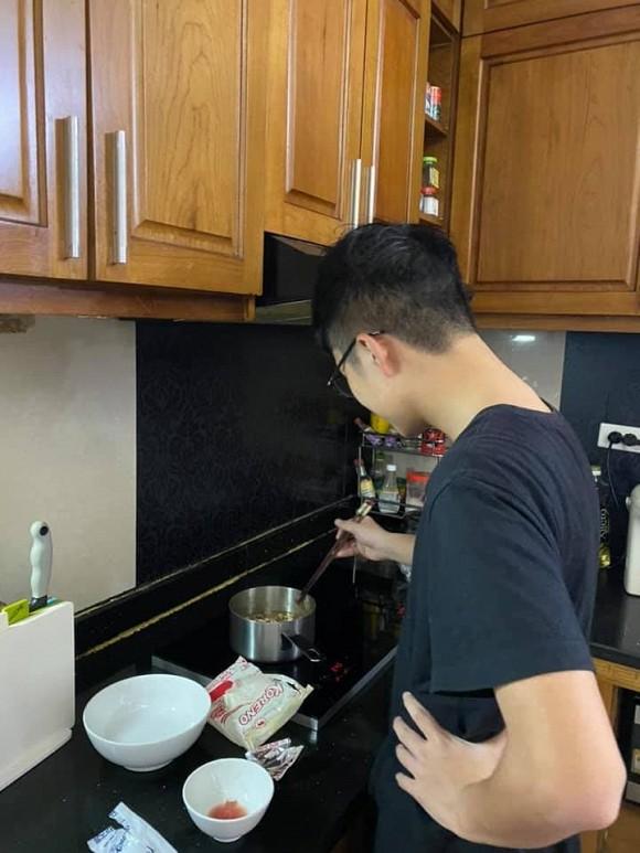 Con trai Công Lý và MC Thảo Vân dậy thì thành công khi bước sang tuổi 15, gây chú ý nhờ chiều cao nổi bật cùng nụ cười tỏa nắng - Ảnh 8.
