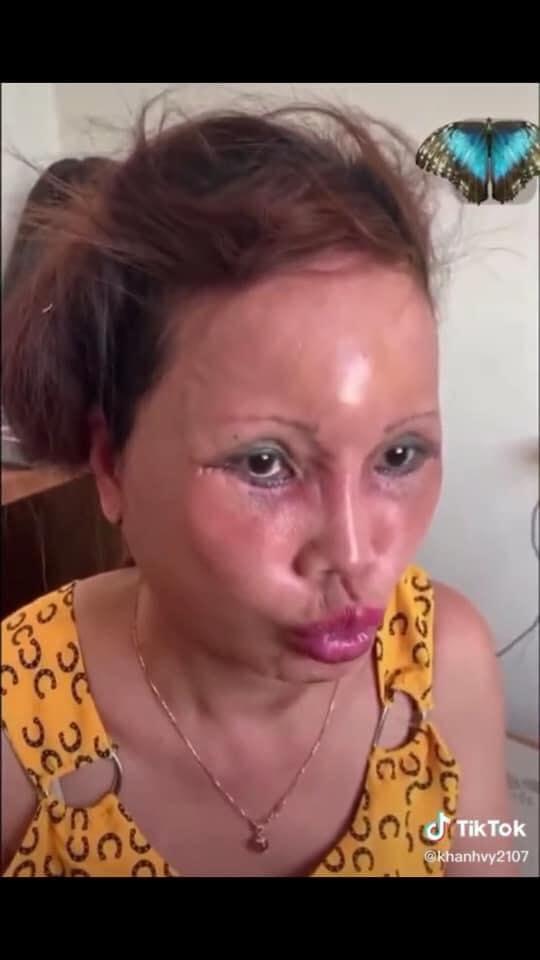 Cô dâu 63 tuổi Cao Bằng mặt băng kín mít, miệng méo xệch ngồi cạnh chồng trẻ khiến dân mạng vừa giận vừa thương - Ảnh 2.
