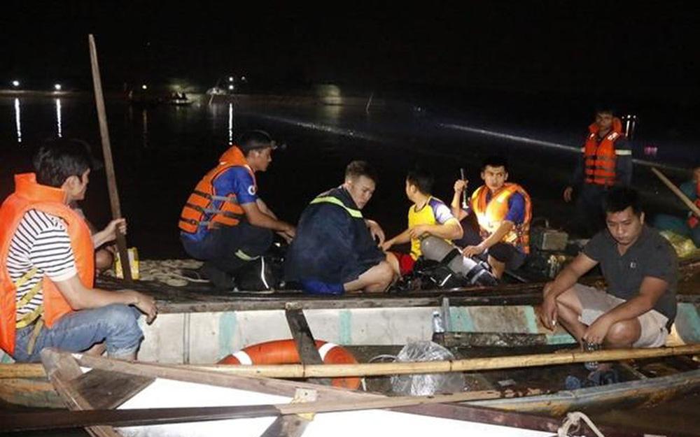 Bắc Giang: Phát hiện thi thể 3 mẹ con buộc chặt vào nhau nổi trên sông Thương