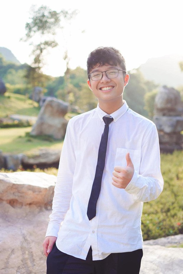 Con trai Công Lý và MC Thảo Vân dậy thì thành công khi bước sang tuổi 15, gây chú ý nhờ chiều cao nổi bật cùng nụ cười tỏa nắng - Ảnh 1.