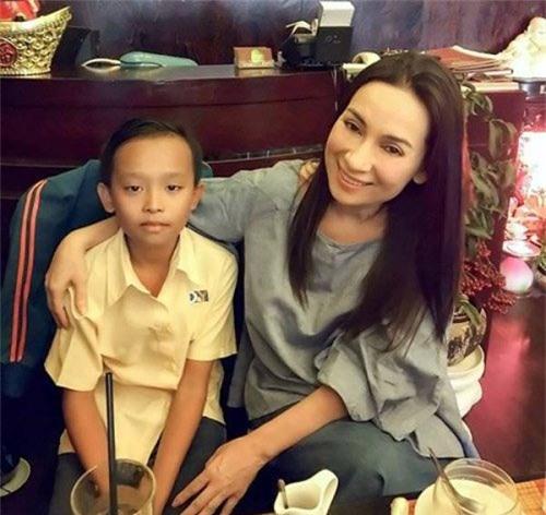 """Hồ Văn Cường ngày ấy - bây giờ: Cậu bé nghèo khổ hiện có cuộc sống khác xưa """"một trời - một vực"""", tất cả là nhờ người này - Ảnh 2."""