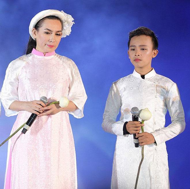 """Hồ Văn Cường ngày ấy - bây giờ: Cậu bé nghèo khổ hiện có cuộc sống khác xưa """"một trời - một vực"""", tất cả là nhờ người này - Ảnh 3."""