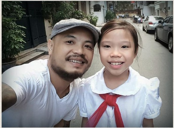 Sau 4 năm bố qua đời, con gái cố nghệ sĩ Trần Lập nay đã là nàng thiếu nữ phổng phao, xinh đẹp dịu dàng - Ảnh 1.