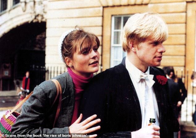 Cuộc hôn nhân ít biết của Thủ tướng Anh: Thiếu cả quần và giày khi đến đám cưới chính mình và sự cao thượng khó tin của người vợ danh giá trước chuyện ly hôn - Ảnh 3.