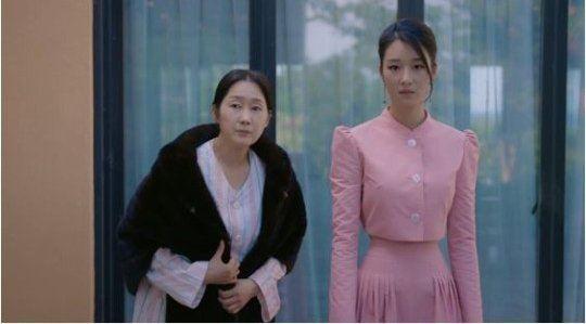 """Mỹ nhân """"Điên thì có sao"""" Seo Ye Ji sở hữu thân hình bốc lửa cùng vòng 1 quyến rũ nhưng vẫn chưa """"hot"""" bằng vòng eo nhỏ tới mức khó tin - Ảnh 1."""