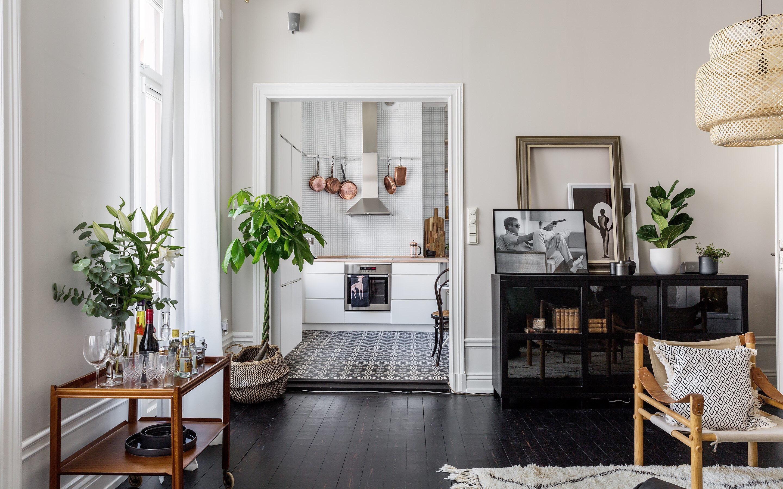 Căn hộ 73m² tạo dấu ấn đặc biệt nhờ lựa chọn sàn nhà màu tối