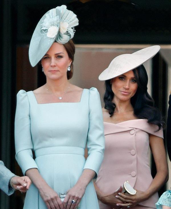 """Mối thù hoàng gia: Meghan Markle làm náo loạn cung điện, gây hấn với nhân viên của Công nương Kate vì mình chỉ là """"số 2"""" - Ảnh 1."""