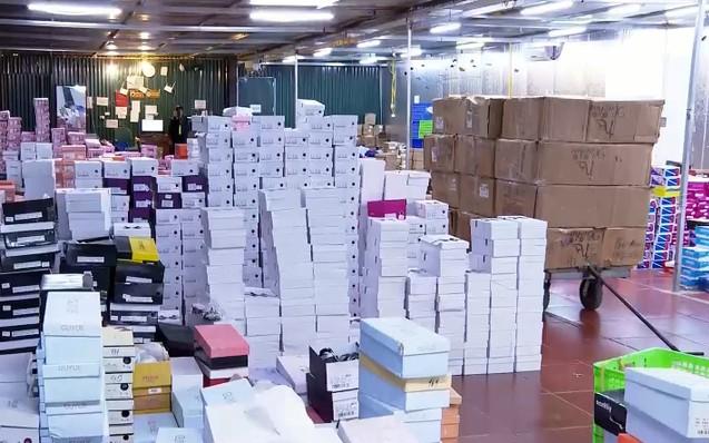 Triệt phá tổng kho hàng lậu rộng hơn 10.000 mét vuông do 9x Lào Cai làm chủ