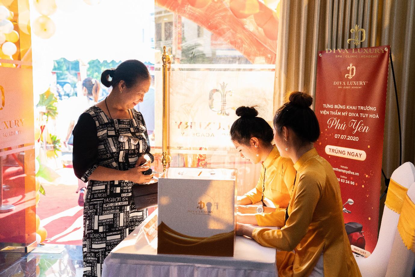 Viện thẩm mỹ DIVA Phú Yên kín khách trong ngày đầu khai trương - Ảnh 2.