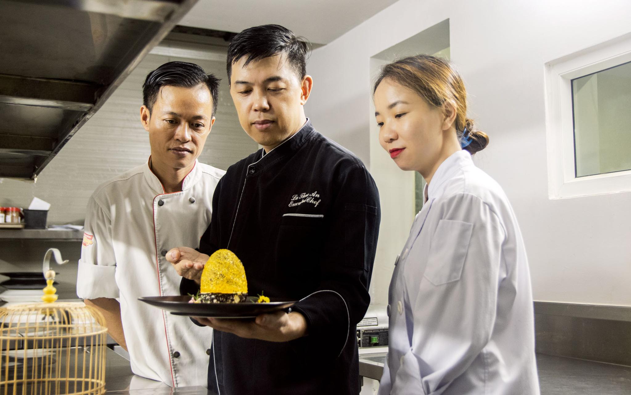 Trò chuyện với bếp trưởng La Thừa Ân - chàng trai gốc Huế chọn rời nước Pháp hoa lệ, trở về Việt Nam phát triển văn hóa ẩm thực xa hoa
