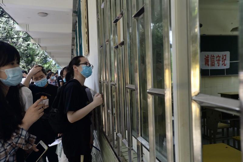 Gần 11 triệu thí sinh của Trung Quốc bước vào kỳ thi đại học - Ảnh 1.
