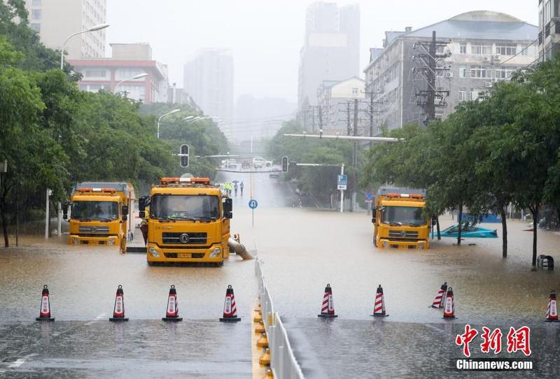 Mưa lũ Trung Quốc: Hồ Bắc báo động đỏ, huyện ở An Huy hủy thi đại học - Ảnh 1.