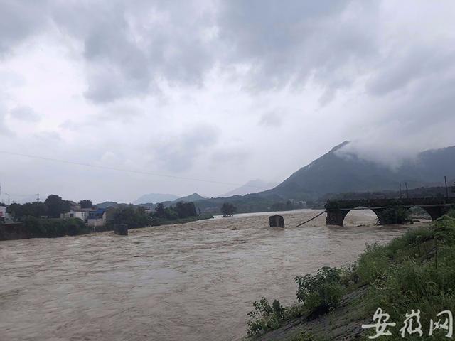 Mưa lũ Trung Quốc: Hồ Bắc báo động đỏ, huyện ở An Huy hủy thi đại học - Ảnh 2.