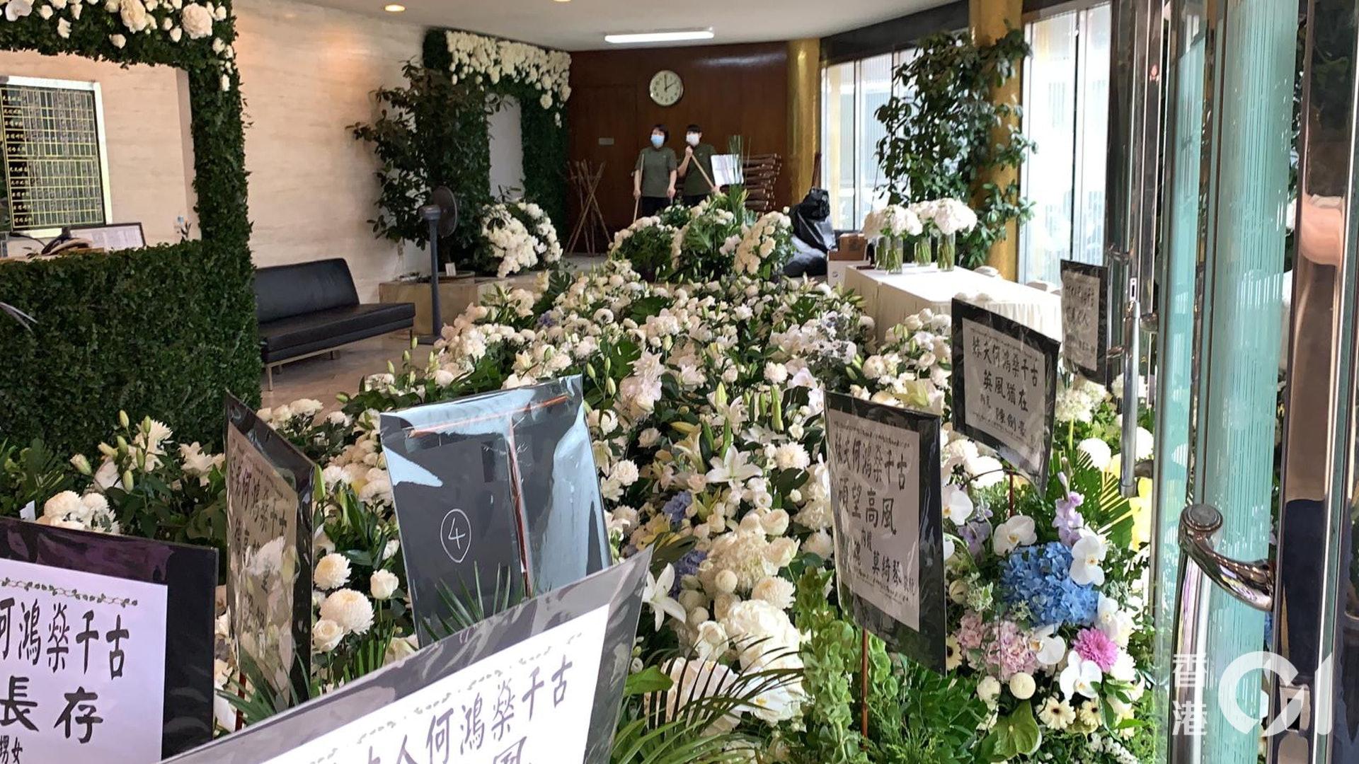 Tang lễ Vua sòng bài Macau: Tiếp tục gây chú ý với 6 tỷ đồng hoa tang và lời nhắn thâm tình của 3 bà vợ dành cho chồng quá cố - Ảnh 15.
