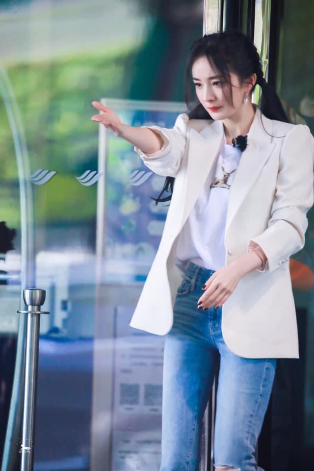 Bị hù dọa mà Dương Mịch sống chết ngồi 1 chỗ, Đặng Luân kéo lê cô cả mét khiến netizen dậy sóng - Ảnh 8.