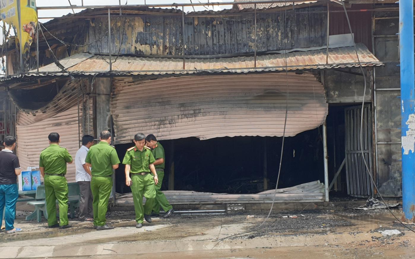 Bình Dương: Cháy tiệm cầm đồ giữa ban ngày, 2 vợ chồng và con trai tử vong thương tâm