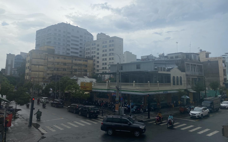 Chất lượng không khí tại Hà Nội và TP.HCM ở mức ''vàng'', người dân ra đường thấy trời ''mù mịt''