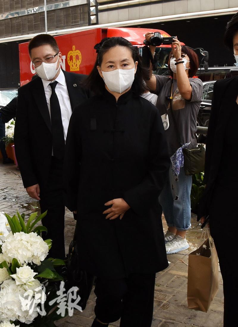 Tang lễ Vua sòng bài Macau: Tiếp tục gây chú ý với 6 tỷ đồng hoa tang và lời nhắn thâm tình của 3 bà vợ dành cho chồng quá cố - Ảnh 19.