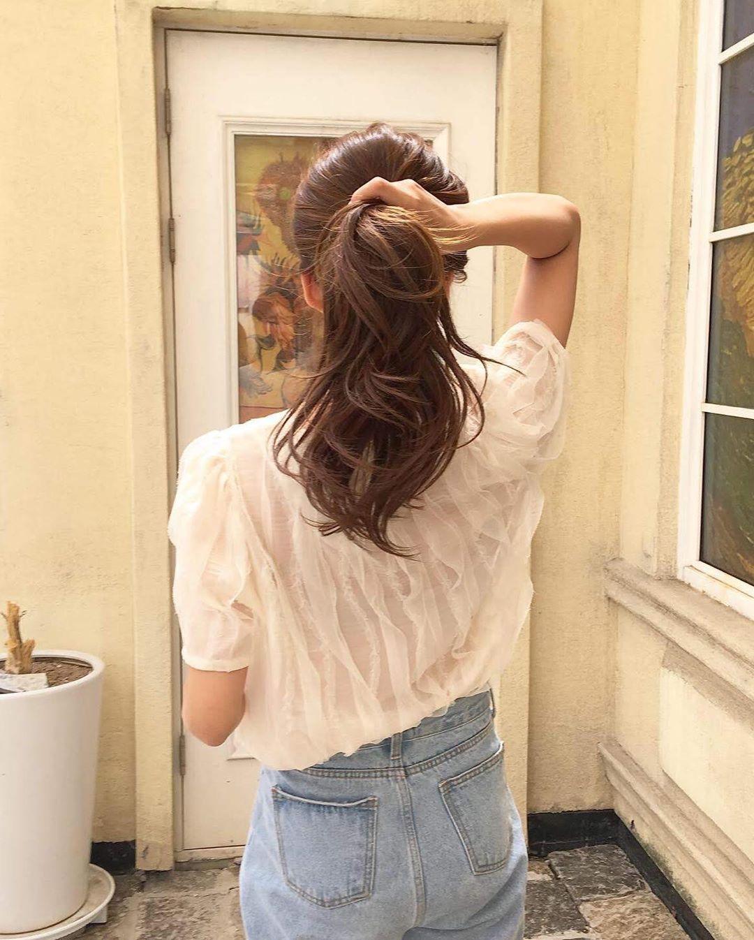 Tuyệt chiêu mà thợ sấy tóc không bao giờ nói với bạn: Cực đơn giản mà giúp tóc bồng bềnh gấp đôi - Ảnh 4.