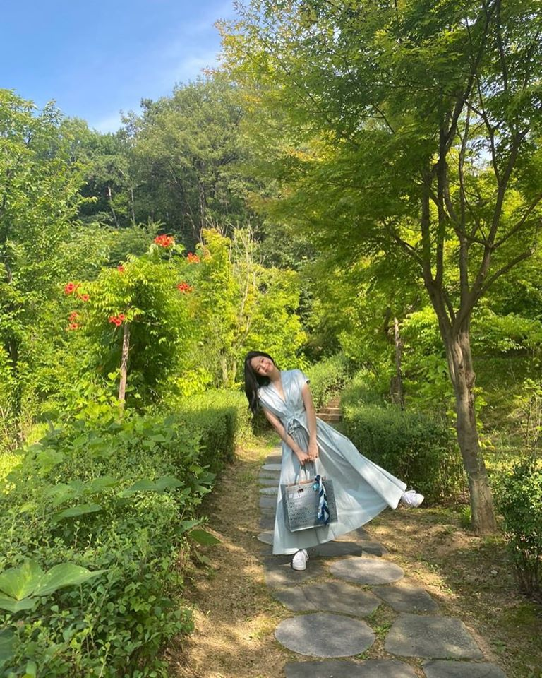 """""""Công chúa YG"""" như Jennie: Thảnh thơi đi chơi cũng diện nguyên cây hàng hiệu với giá trị """"khủng"""" gây choáng - Ảnh 2."""