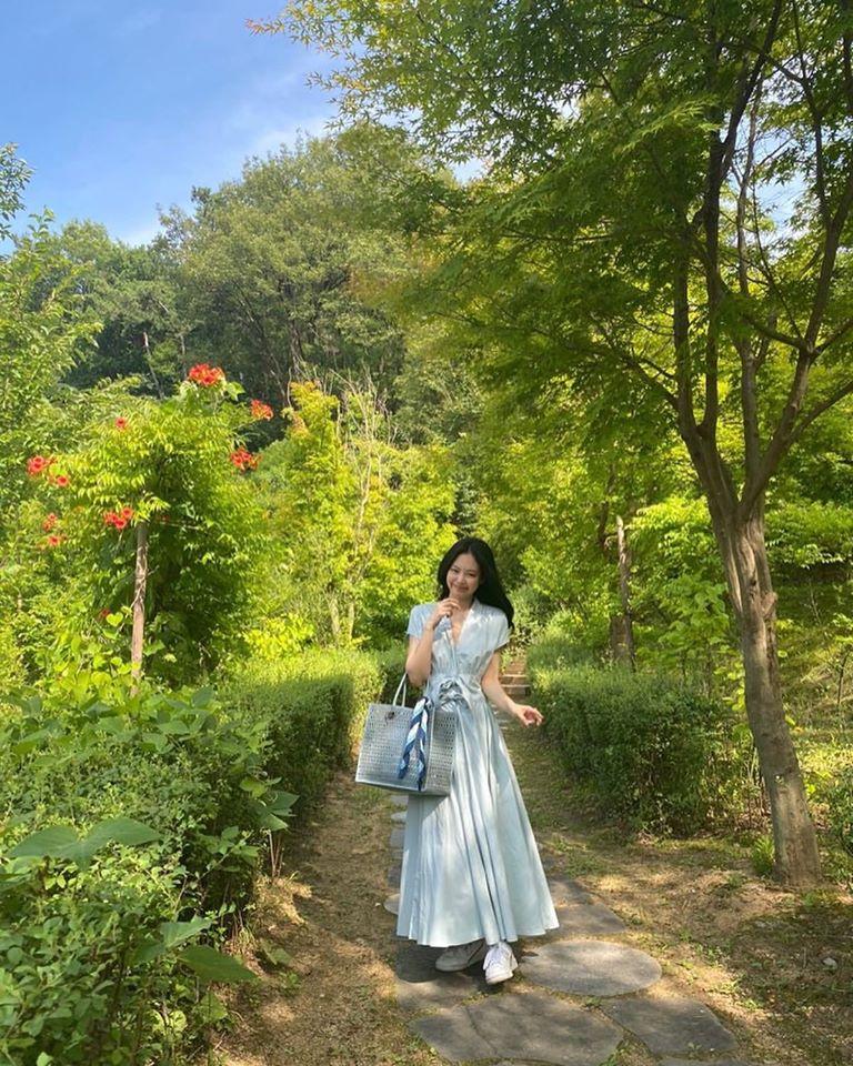 """""""Công chúa YG"""" như Jennie: Thảnh thơi đi chơi cũng diện nguyên cây hàng hiệu với giá trị """"khủng"""" gây choáng - Ảnh 1."""