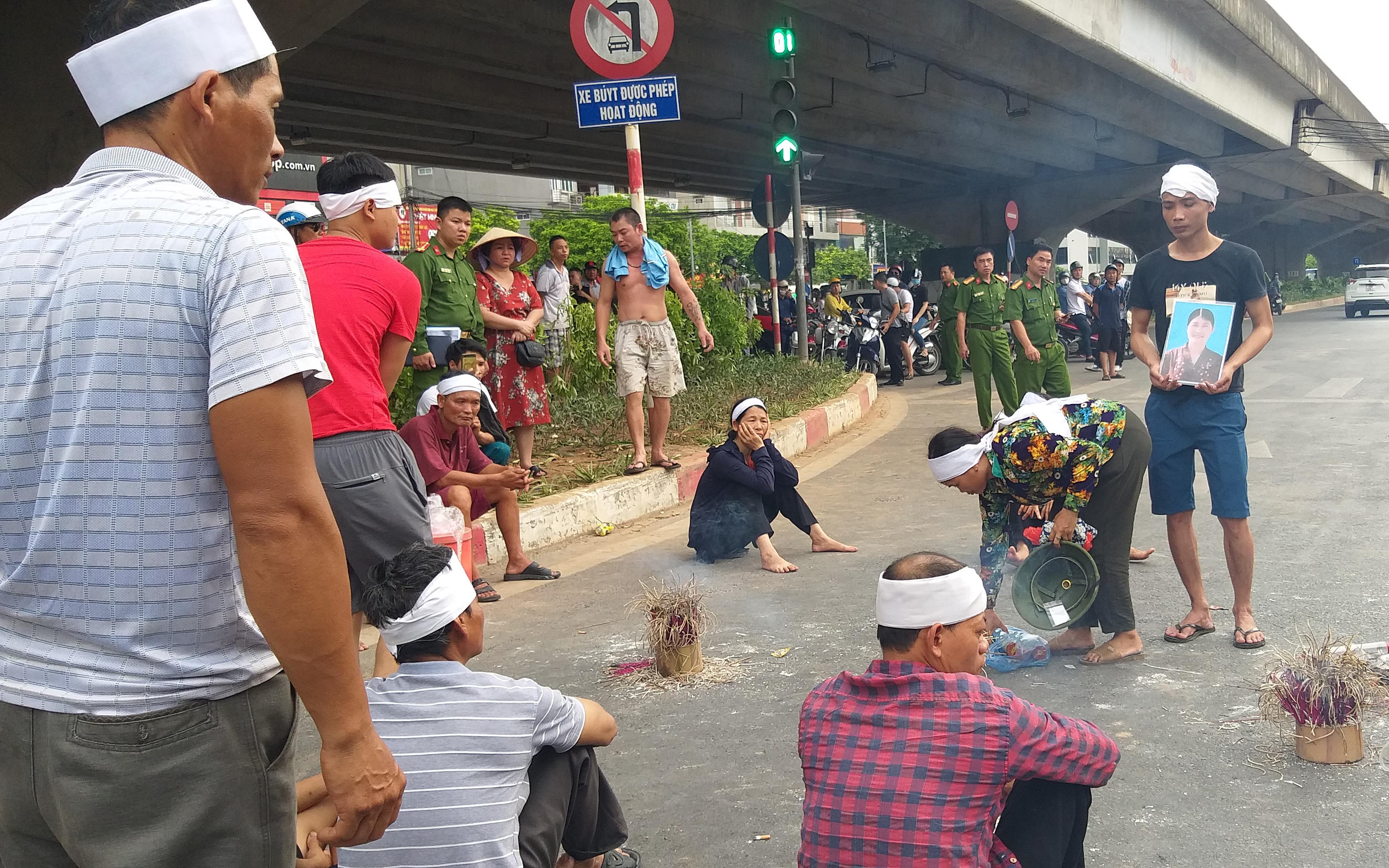 Thông tin mới nhất vụ mang di ảnh đến hiện trường sau 1 năm tai nạn chưa giải quyết ở Hà Nội
