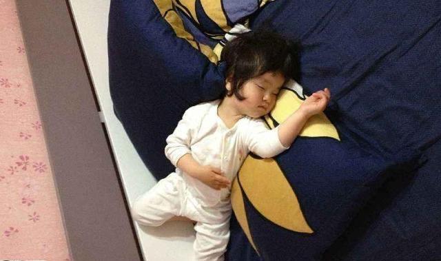 Tư thế ngủ cũng tiết lộ phần nào tính cách con người trẻ, cùng xem con bạn ngủ theo kiểu nào nhé! - Ảnh 1.