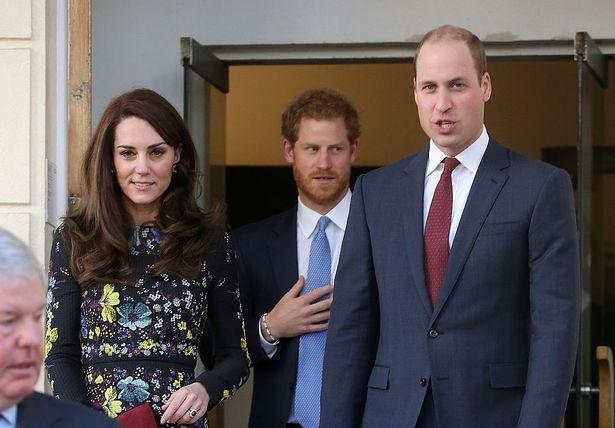 Tiết lộ mới về Harry trong mối quan hệ rạn nứt với vợ chồng anh trai và cha đẻ khiến dư luận thất vọng, hình tượng bấy lâu sụp đổ hoàn toàn - Ảnh 1.