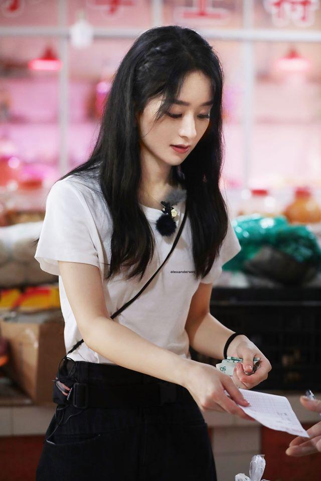 """""""Nhà hàng Trung Hoa 4"""": Loạt ảnh góc nghiêng tuyệt đẹp của Triệu Lệ Dĩnh, khóc trên truyền hình mà không cho ai biết  - Ảnh 10."""