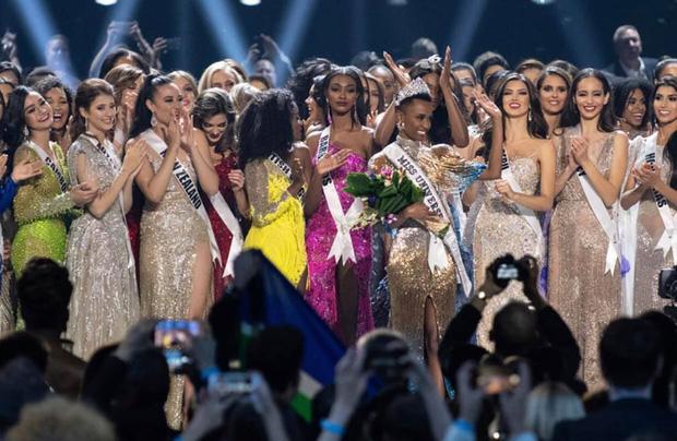 Miss Universe 2020 chính thức thông báo hoãn thi, Khánh Vân phải chờ đến năm sau: Nguyên nhân là gì? - Ảnh 1.