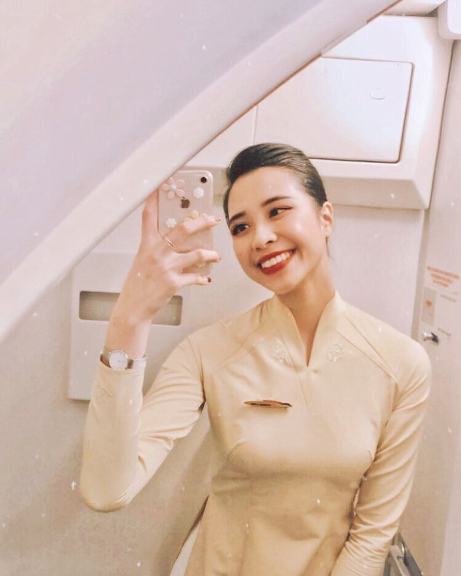 Tiếp viên trưởng trẻ nhất Pacific Airlines kể chuyện yêu chàng phi công: Tạm biệt bầu trời, chúng tôi có nhau là nhà, thế là đủ - Ảnh 2.