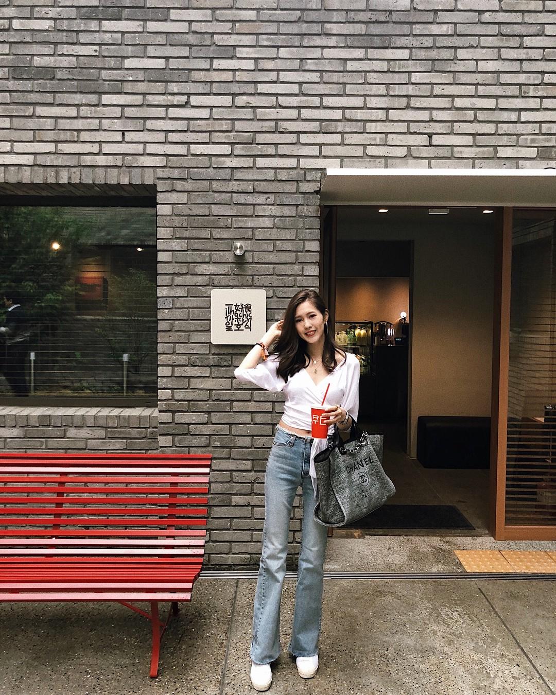 Item bình dân duy nhất trong set đồ của  Seo Ye Ji suốt cả bộ phim: Kiểu quần jeans hack chân dài cực đỉnh mà chị em nào cũng nên có - Ảnh 8.