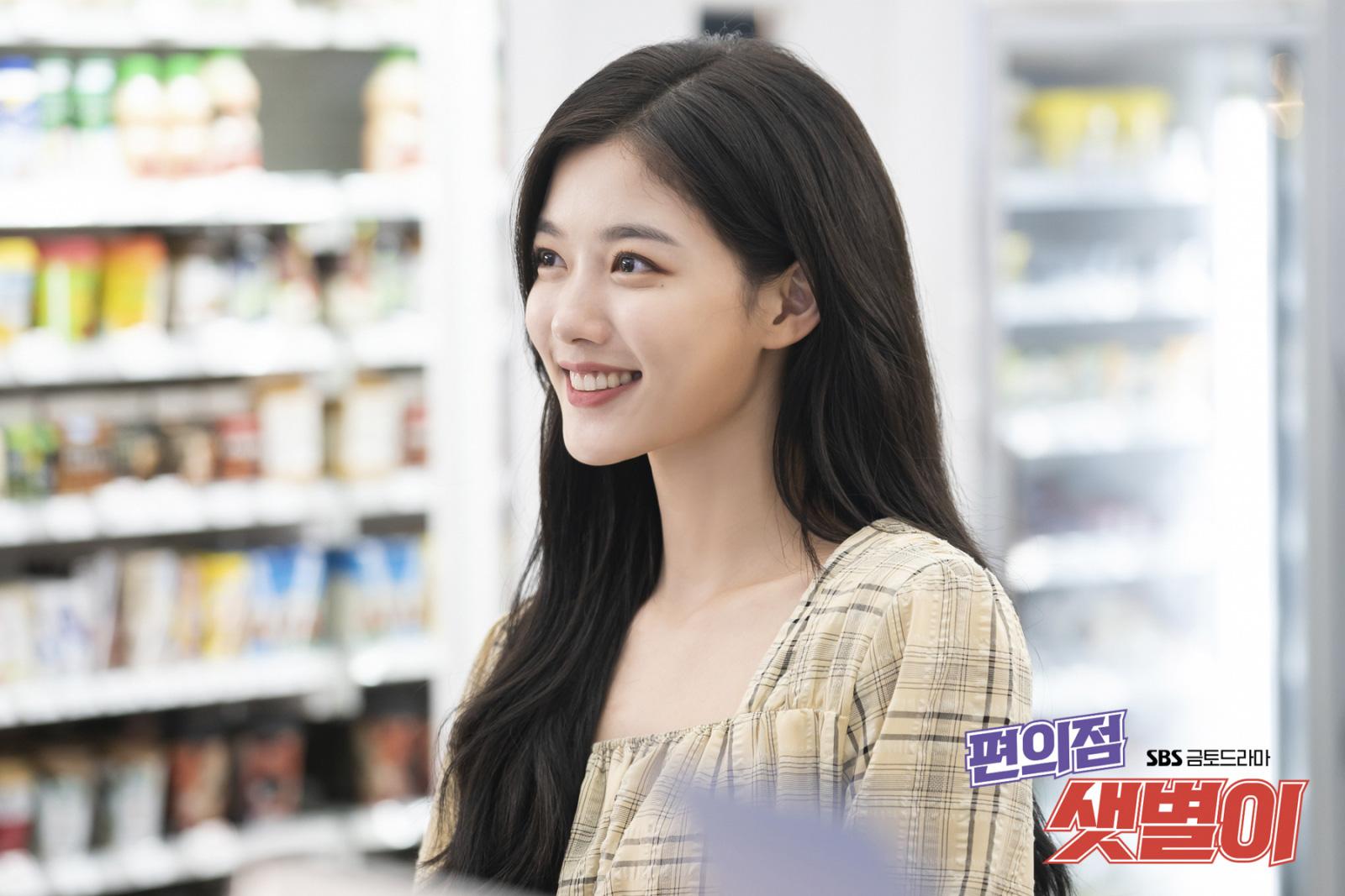 Vì Kim Yoo Jung quá đẹp nên dù chỉ đánh son dưỡng nhàn nhạt trong Backstreet Rookie mà vẫn xinh hết sức - Ảnh 3.
