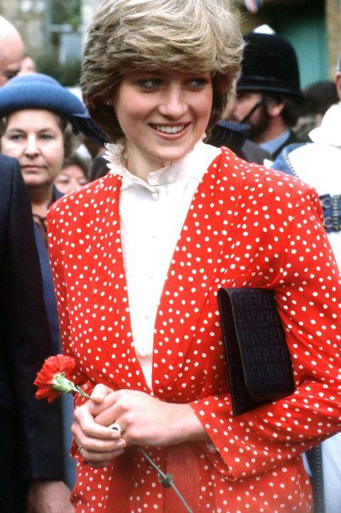 Ngắm Công nương Diana để biết thế nào là đỉnh cao sang trọng khi diện đồ chấm bi, con dâu Kate và Meghan chạy dài không theo kịp - Ảnh 7.