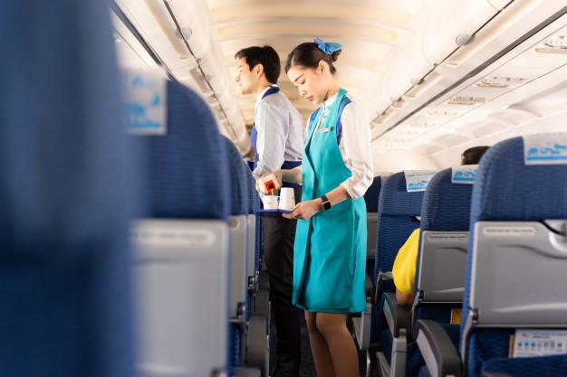 """Bất ngờ với bữa ăn toàn """"sơn hào hải vị"""" của các tiếp viên hàng không sau khi phục vụ hành khách trên máy bay - Ảnh 1."""